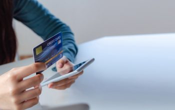Smart tips to use your credit card online and offline to save money