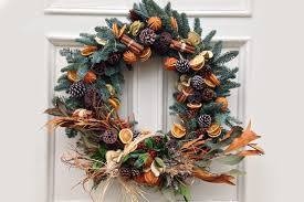 10 Styles Of Christmas Wreaths To Dress Up Your Front Door
